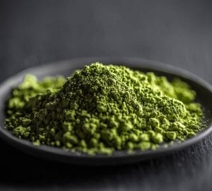 powdered kratom leaves