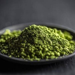 powdered kratom leaves