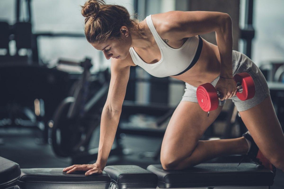 a woman doing single arm rows